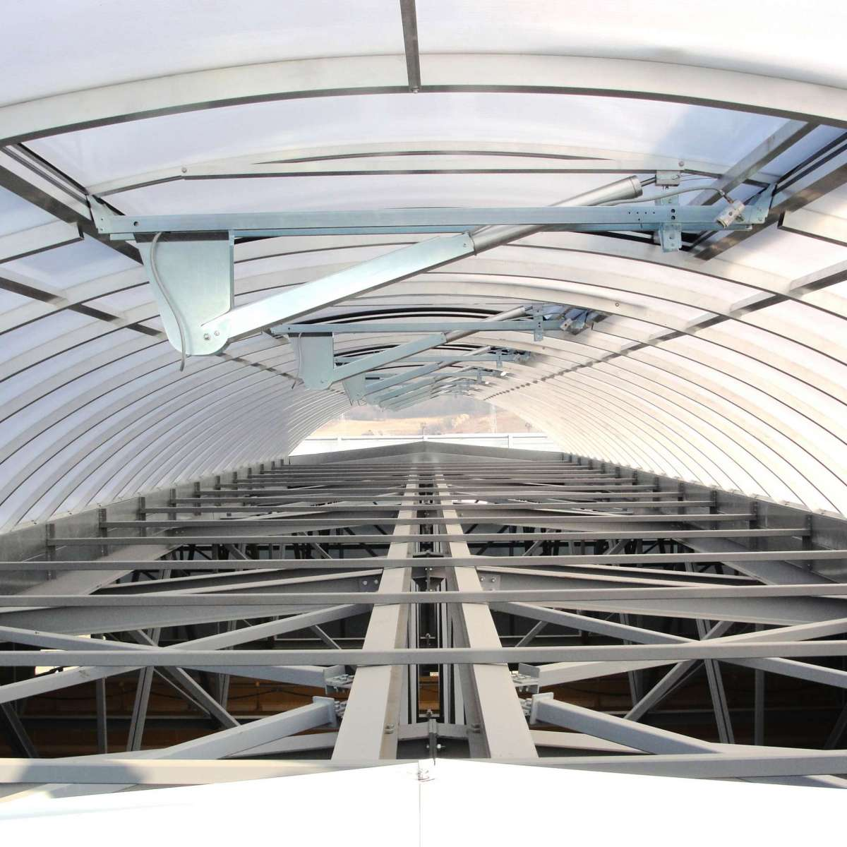 Tenaris | Zilach, Romania • 8 x  rooflight Topline ELS 30 x 6.70 m, 53 x NSHEV flaps provide safety and guarantee fresh air