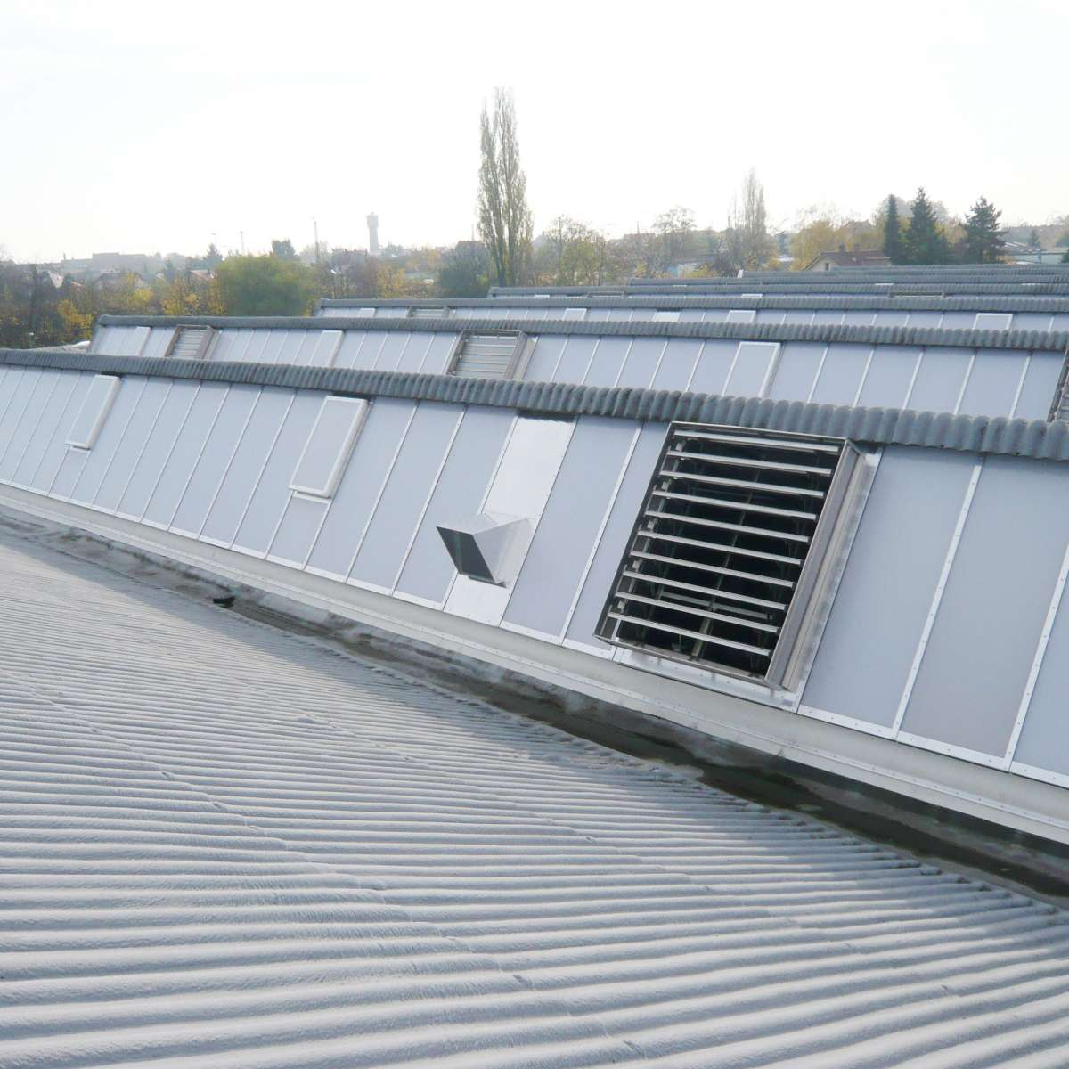 ABB Grundbesitz GmbH | Ladenburg • 72 Leo-vent polycarbonate ventilation wings with 24 V technology