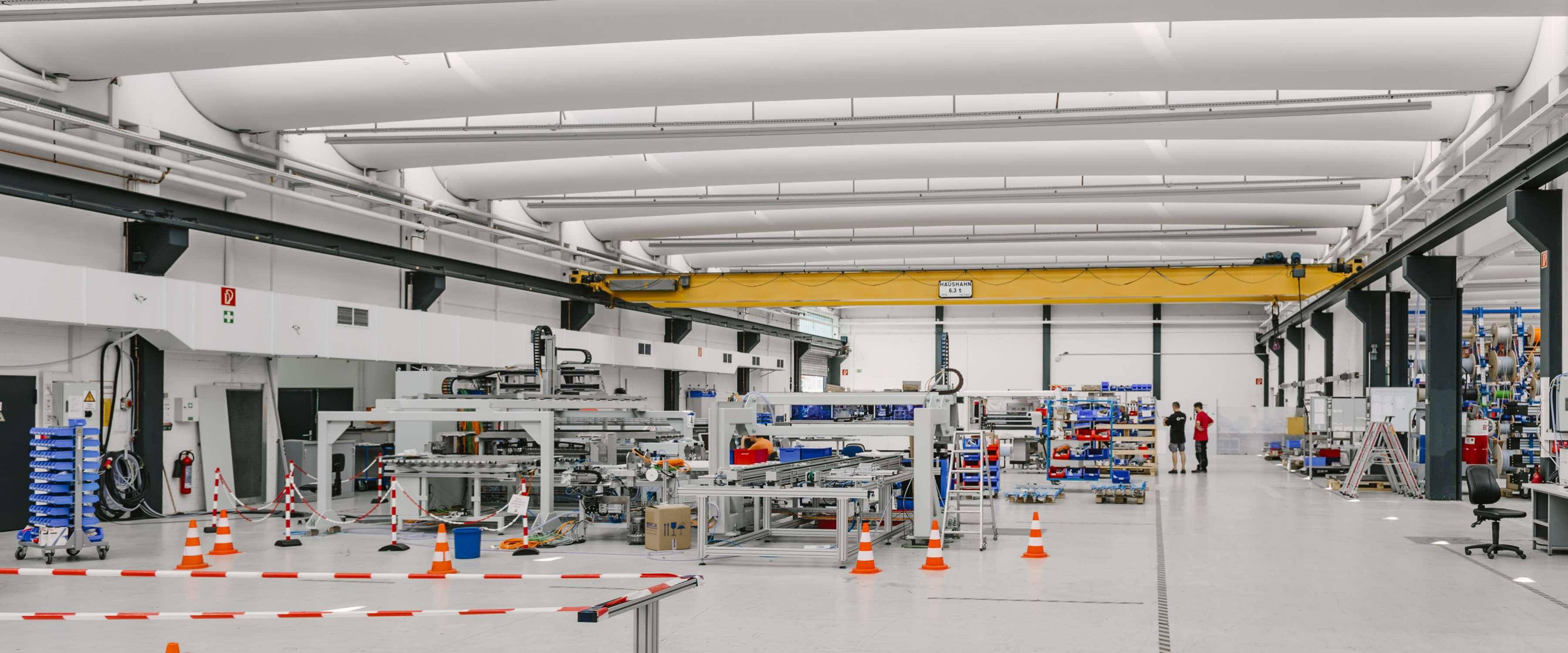 Somont AG | Umkirch • 57 rung glazings (length 20 m x height 1.10 m), 72 ventilation flaps for 24 V control technology.