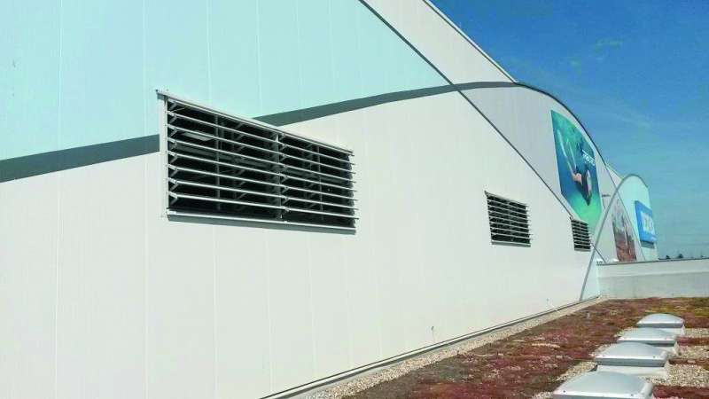 Decathlon | Schwetzingen • 10 Lyra-star louvered ventilators, size 188 x 127 cm. Electric control 230 V motor.