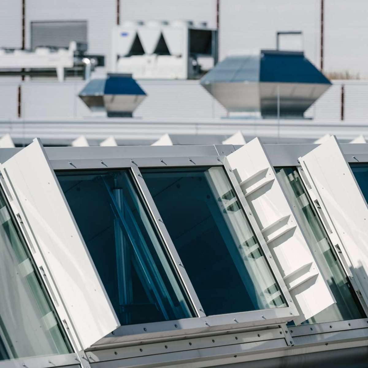 Endress+Hauser GmbH + Co. KG | Maulburg • Shedline glas rooflight, 6 units - each 14m x 2m, 24 NSHEV flaps
